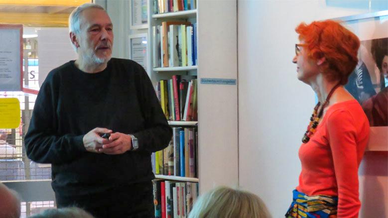 Klaus Kühn beantwortet Fragen aus dem Publikum.